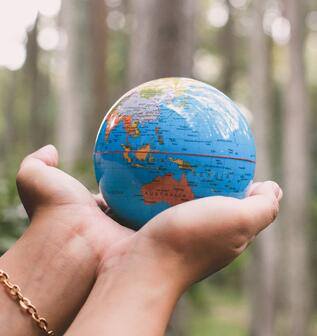 hand-holding-earth-globe-for-earth-day-concept-WWQQCP5-1